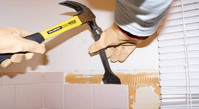 Как снять плитку со стены и не повредить ее