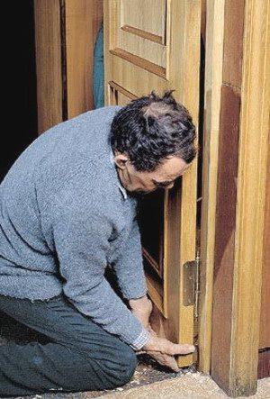 Что делать дверь провисла