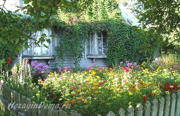 Деревенский дом с палисадником