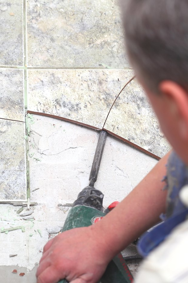 Снятие плитки перфоратором