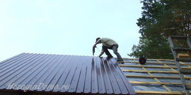 Как сделать крышу из профнастила для дома из бруса