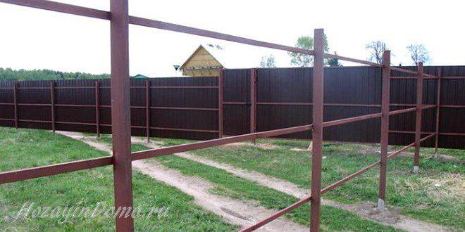 металлические столбы для забора на даче