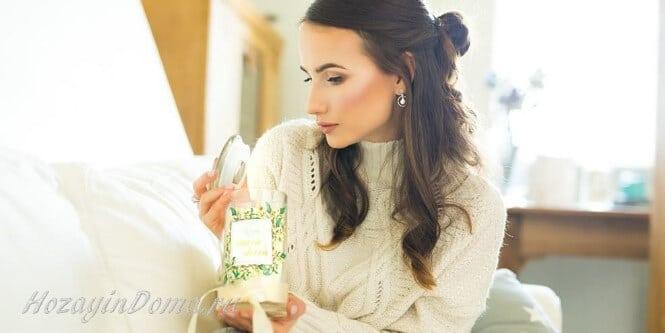 Женщина с ароматической свечой